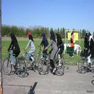 آیا موتور و دوچرخه سواری برای خانمها اشکالی دارد؟